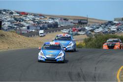 Yvan Muller, Chevrolet Cruze 1.6T, Chevrolet leads Robert Huff, Chevrolet Cruze 1.6T, Chevrolet