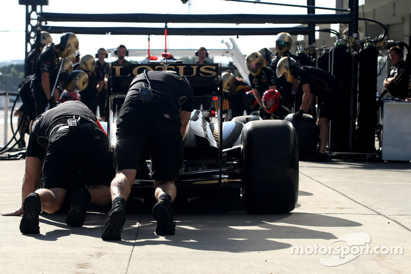 Lotus F1 Team pitstop oefening