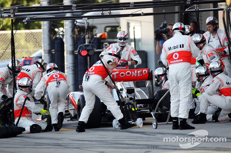 Lewis Hamilton, McLaren maakt pitstop
