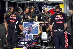 Mark Webber, Red Bull Racing with a problem in the pits in the third practice session