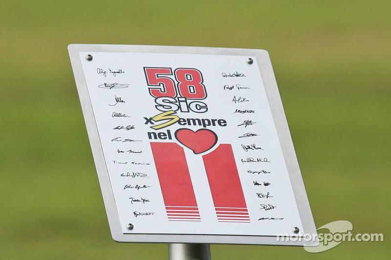 Placa homenaje a Marco Simoncelli