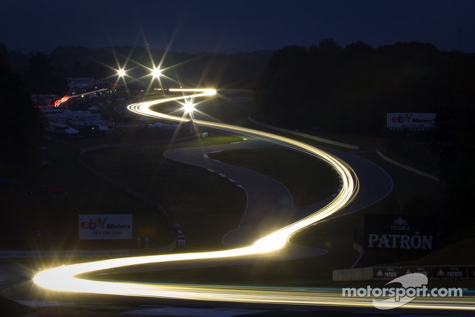 Trailing lights in the Esses