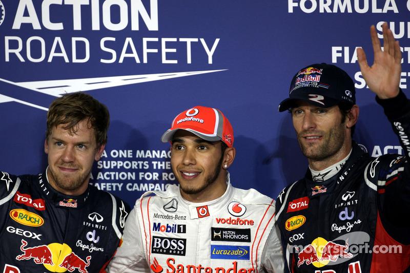 Ganador de la pole position  Lewis Hamilton, McLaren Mercedes, segundo Mark Webber, Red Bull Racing, tercero Sebastian Vettel, Red Bull Racing