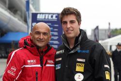 Gabriele Tarquini, SEAT Leon WTCC, Lukoil Racing Team en Pepe Oriola, SEAT Leon WTCC, Tuenti Racing Team