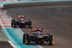 Daniel Ricciardo, Scuderia Toro Rosso leads Jean-Eric Vergne, Scuderia Toro Rosso