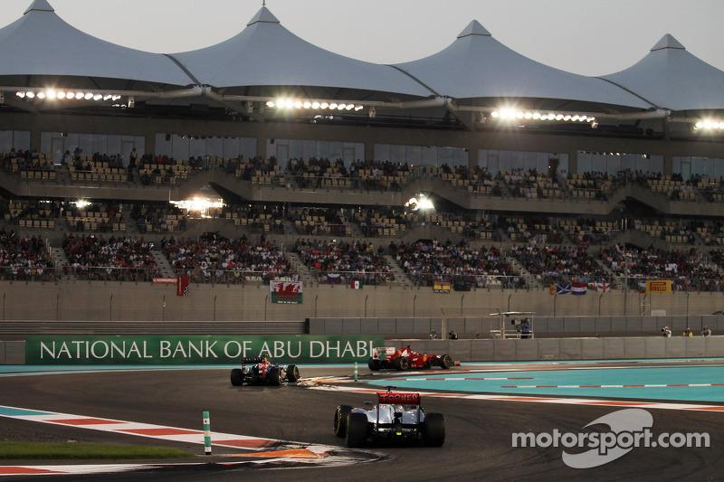 Fernando Alonso, Ferrari leads Mark Webber, Red Bull Racing and Jenson Button, McLaren