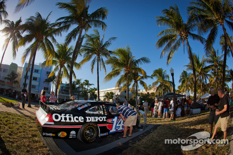 NASCAR Championship Drive in South Beach: car of Tony Stewart, Stewart-Haas Racing Chevrolet