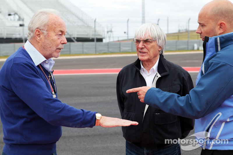 Jean-Paul Nulens, Sign Writing crew, with Bernie Ecclestone, CEO Formula One Group