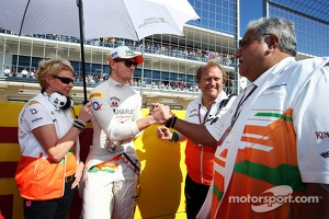 Nico Hulkenberg, Sahara Force India F1 with Bob Fernley, Sahara Force India F1 Team Deputy Team Principal and Dr