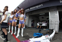 Kei Cozzolino, BMW 320 TC, ROAL Motorsport  and girls