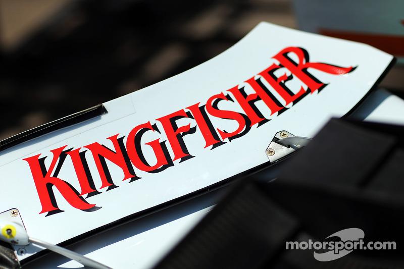 Sahara Force India F1 VJM05 Kingfisher op de voorvleugel