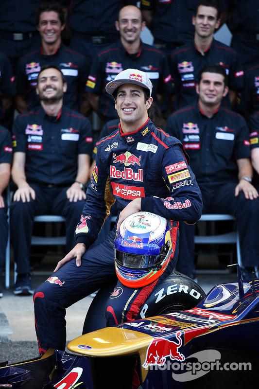 Daniel Ricciardo, Scuderia Toro Rosso STR7 at a team photograph