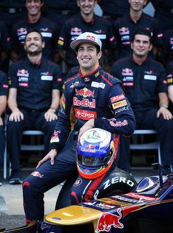 Daniel Ricciardo, Scuderia Toro Rosso STR7 teamfoto