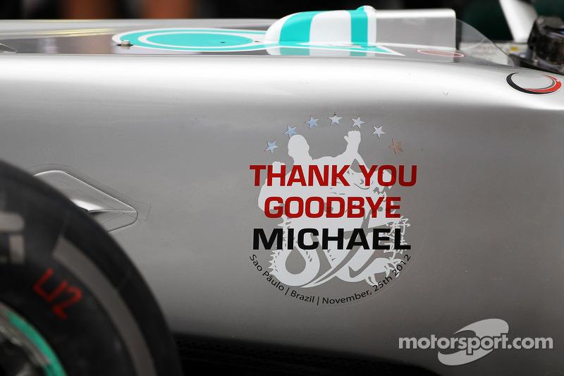Detalhe no carro da Mercedes em homenagem a Michael Schumacher