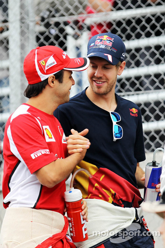 Felipe Massa, Ferrari en Sebastian Vettel, Red Bull Racing tijdens de rijdersparade