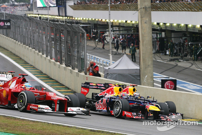Fernando Alonso, Ferrari, Mark Webber, Red Bull Racing en Sebastian Vettel, Red Bull Racing bij de s