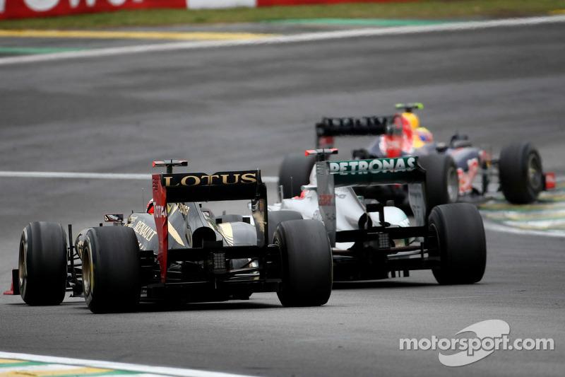 Kimi Raikkonen, Lotus F1 Team, y Michael Schumacher, Mercedes GP