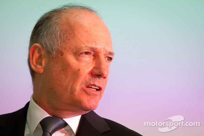 Ron Dennis presents the McLaren P1