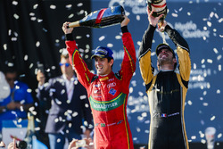 Lucas di Grassi, ABT Schaeffler Audi Sport y Jean-Eric Vergne, Techeetah, celebran en el podio