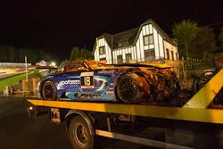 Coche #18 Black Falcon Mercedes-AMG GT3: Gabriele Piana, Abdulaziz Al Faisal, Hubert Haupt, Renger van der Zande después del choque