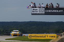 #96 Turner Motorsport BMW M6 GT3: Jesse Krohn, Jens Klingmann pakken de overwinning in de klasse