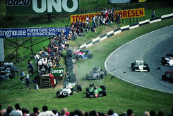 Accident pour Eddie Cheever, Philippe Alliot, Stefan Johansson, Jo Gartner au premier tour