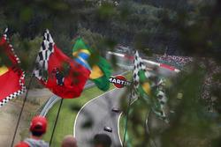 Luca Badoer, Ferrari F60, Jarno Trulli, Toyota TF109