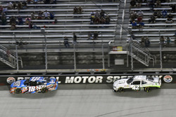 Kyle Busch, Joe Gibbs Racing Toyota ve Tyler Reddick, Chip Ganassi Racing Chevrolet