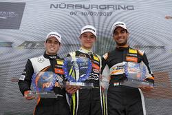 Podio Rookie: Il vincitore Lando Norris, Carlin Dallara F317 - Volkswagen, il secondo classificato Joey Mawson, Van Amersfoort Racing, Dallara F317 - Mercedes-Benz, il terzo classificato Jehan Daruvala, Carlin, Dallara F317 - Volkswagen