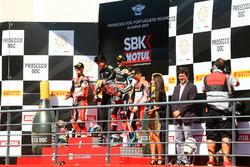 Jonathan Rea, Kawasaki Racing, vainqueur devant Chaz Davies, Ducati Team, et Marco Melandri, Ducati Team