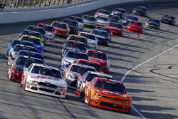 Kyle Larson, Chip Ganassi Racing Chevrolet, Cole Custer, Stewart-Haas Racing Ford