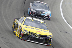 Даниэль Суарес, Joe Gibbs Racing Toyota и Рэй Блэк-мл., Rick Ware Racing Chevrolet