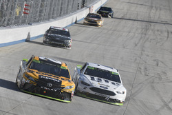 Matt Kenseth, Joe Gibbs Racing Toyota, Brad Keselowski, Team Penske Ford
