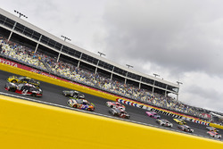 Клинт Боуйер, Stewart-Haas Racing Ford и Брэд Кеселовски, Team Penske Ford