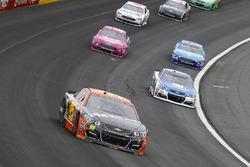 Майкл Макдауэлл, Leavine Family Racing Chevrolet и Дейл Эрнхардт-мл., Hendrick Motorsports Chevrolet