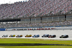Brad Keselowski, Team Penske Ford and Ricky Stenhouse Jr., Roush Fenway Racing Ford