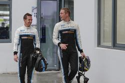 Гонщики Polestar Cyan Racing Тед Бьорк и Нестор Джиролами