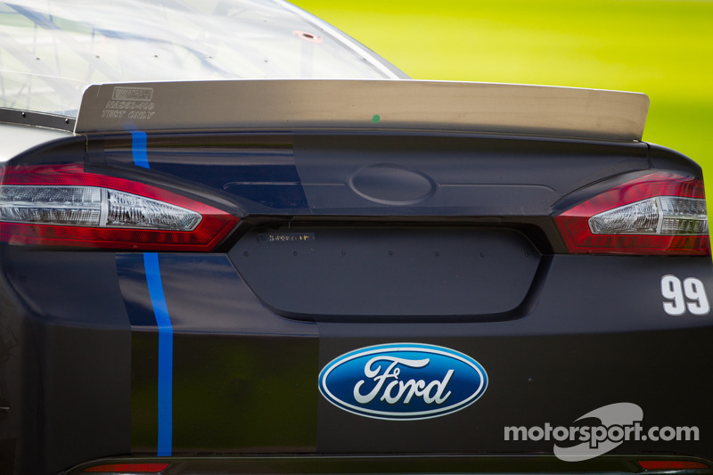 Carl Edwards, Roush Fenway Racing Ford, rear spoiler