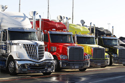 Camiones en el área de garaje