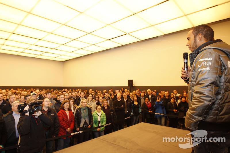 Льюис Хэмилтон. Льюис Хэмилтон посетил Mercedes, Особое мероприятие.