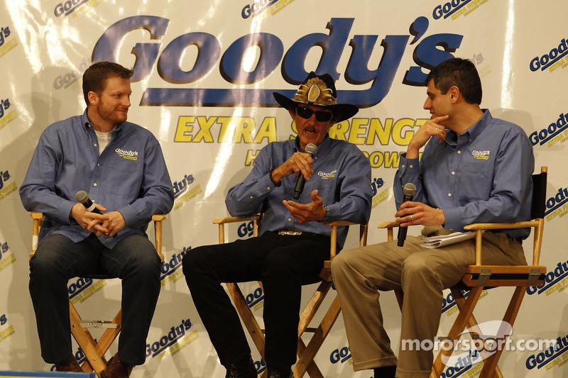 Dale Earnhardt Jr., Hendrick Motorsports Chevrolet and Richard Petty