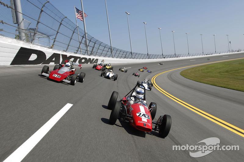 Demorunden der Formula Vee beim Formel-V-Revival auf dem Daytona International Speedway