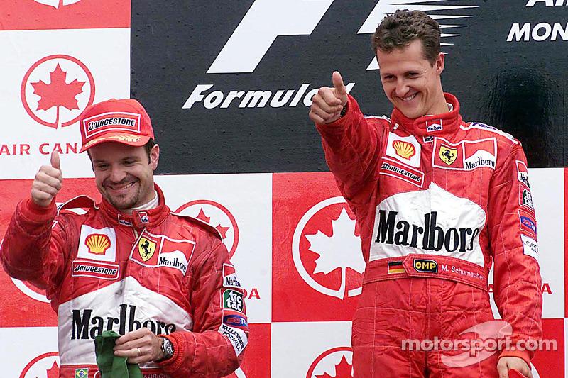 Podio: ganador de la carrera Michael Schumacher y el segundo lugar Rubens Barrichello