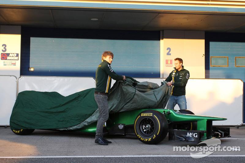 Charles Pic, Caterham en Giedo van der Garde, Caterham F1 Team onthullen de Caterham CT03