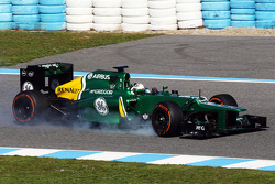 Giedo van der Garde, Caterham CT03 locks up under braking