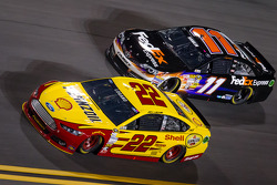 Joey Logano, Penske Racing Ford and Denny Hamlin, Joe Gibbs Racing Toyota