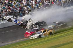 Last lap crash: Kyle Larson and Brian Scott crash