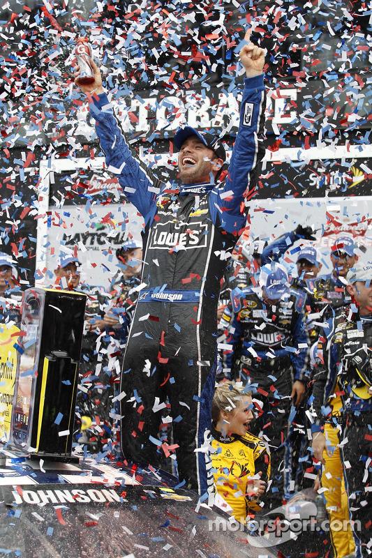 Pós-corrida: vencedor Jimmie Johnson, Hendrick Motorsports Chevrolet