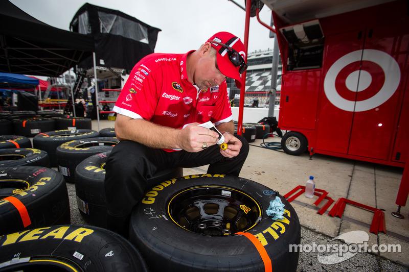 Earnhardt Ganassi Racing Chevrolet crew member prepares wheels