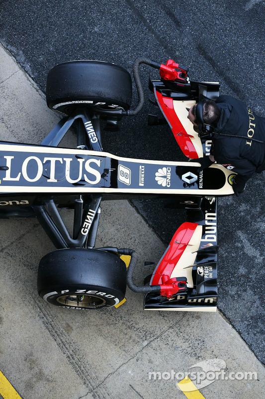 Lotus F1 E21 bico, asa e suspensão dianteira